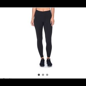 Black solid ankle leggings